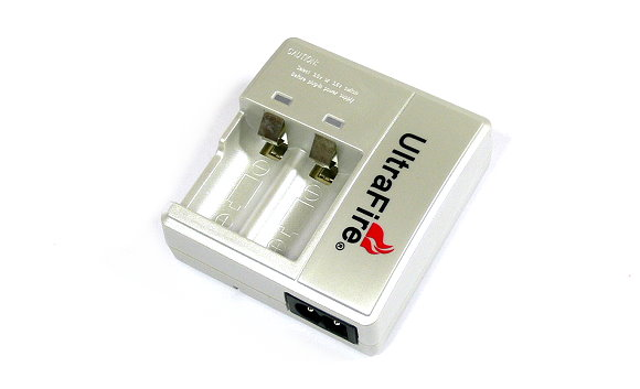 UltraFire Battery Charger for Lithium Rechargeable Batteries (US Plug) BA600
